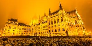 布达佩斯议会在晚上,布达佩斯,匈牙利 它当前是在匈牙利和仍然高楼的最大的大厦 免版税库存图片