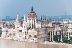 布达佩斯议会的溢出的多瑙河 库存图片