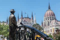 布达佩斯议会雕刻桥梁 图库摄影