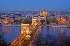 布达佩斯铁锁式桥梁地平线 免版税库存照片