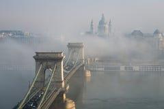 布达佩斯铁锁式桥梁 免版税库存图片