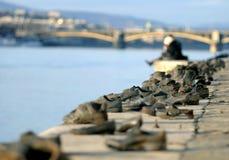 布达佩斯鞋子 免版税库存图片