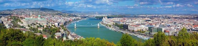 布达佩斯,匈牙利。 从Gellert小山的视图 免版税库存照片