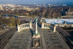 布达佩斯,匈牙利-从采取上的著名英雄`正方形由寄生虫 免版税库存照片