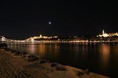 布达佩斯,匈牙利 布达佩斯,匈牙利鸟瞰图在晚上 库存照片