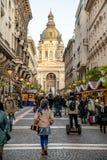 布达佩斯,匈牙利- 2017年12月:圣诞节市场在前面 免版税库存图片