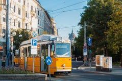 布达佩斯,匈牙利- 2017年8月04日:一个著名黄色电车数字 免版税图库摄影