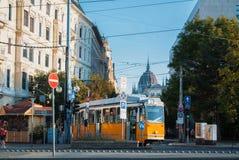 布达佩斯,匈牙利- 2017年8月04日:一个著名黄色电车数字 免版税库存图片