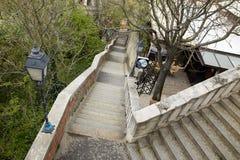 布达佩斯,匈牙利- 2018年4月17日:从小山的一架梯子 边路步行者区域 免版税库存图片