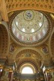 布达佩斯,匈牙利- 2018年4月17日:圣斯蒂芬` s大教堂内部 图库摄影