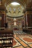 布达佩斯,匈牙利- 2018年4月17日:圣斯蒂芬` s大教堂内部 免版税图库摄影