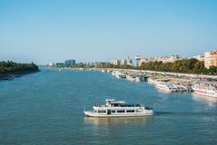 布达佩斯,匈牙利- 2017年8月04日:对多瑙河ri的全景 库存图片