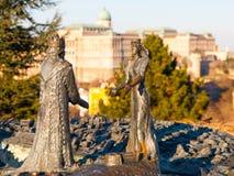 布达佩斯,匈牙利- 2016年12月3日:Buda国王和Gellert小山的,布达佩斯,匈牙利女王虫古铜色雕象  免版税库存图片