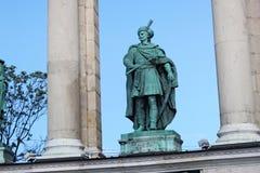 布达佩斯,匈牙利- 2012年8月08日:伊姆雷Thokoly Grantner耶诺雕塑, 1954年 库存照片