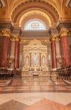 布达佩斯,匈牙利- 2015年10月30日:在布达佩斯内部细节的圣斯蒂芬的大教堂 库存图片