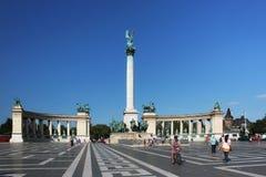 布达佩斯,匈牙利- 2012年8月08日:在英雄`正方形的千年纪念碑在布达佩斯,匈牙利 免版税库存图片