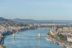 布达佩斯,匈牙利- 2015年10月27日:多瑙河和布达佩斯议会风景从Citadella,匈牙利的 图库摄影