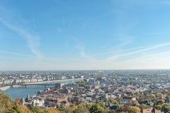 布达佩斯,匈牙利- 2015年10月27日:多瑙河和布达佩斯风景从Citadella,匈牙利 库存图片