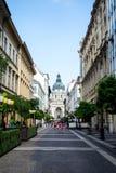 布达佩斯,匈牙利- 2016年7月24日:布达佩斯和圣斯蒂芬` s Szent Istvan街道大教堂 免版税图库摄影