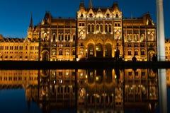 布达佩斯,匈牙利- 2015年10月27日:布达佩斯议会在晚上 图库摄影