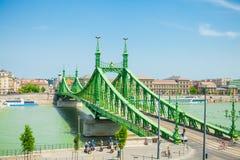 布达佩斯,匈牙利- 2016年6月15日:联络Buda和虫横跨Dunabe河的自由桥梁在布达佩斯,匈牙利- 201 6月15, 库存照片