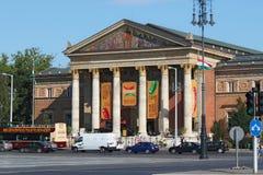 布达佩斯,匈牙利- 2012年8月08日:艺术Mucsarnok Kunsthalle布达佩斯艺术霍尔或宫殿  免版税库存图片