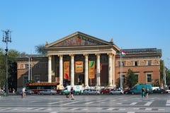 布达佩斯,匈牙利- 2012年8月08日:艺术Mucsarnok Kunsthalle布达佩斯艺术霍尔或宫殿  库存图片