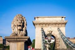 布达佩斯,匈牙利- 5月2017 19日:首先狮子雕象 免版税图库摄影