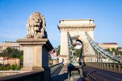 布达佩斯,匈牙利- 5月2017 19日:首先狮子雕象 免版税库存图片