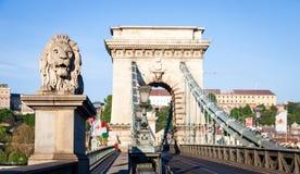 布达佩斯,匈牙利- 5月2017 19日:首先狮子雕象 库存图片
