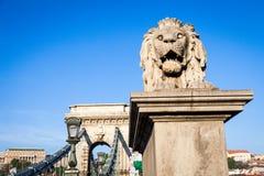 布达佩斯,匈牙利- 5月2017 19日:首先狮子雕象 库存照片