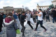 布达佩斯,匈牙利- 4月04 :在英雄正方形的枕头战天 库存图片