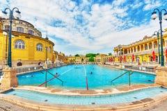布达佩斯,匈牙利05,2016 :Szechenyi浴庭院,虎队 图库摄影