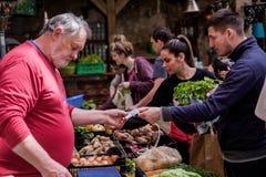 布达佩斯,匈牙利- AVRIL 15日2016年:在R的一个星期日早晨市场 免版税库存图片