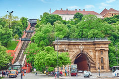布达佩斯, HANGARY-MAY 02日2016年:Hungar缆索铁路的皇家城堡  免版税库存图片