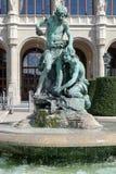 布达佩斯, HUNGARY/EUROPE - 9月21日:在前面的雕象 库存照片