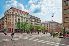 布达佩斯, HUNGARY-MAY 02日2016年:在StStephen蓬蒿附近的城市广场 图库摄影