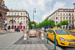 布达佩斯, HUNGARY-MAY 02日2016年:对地铁车站的入口在芽 免版税库存图片