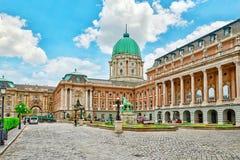 布达佩斯, HUNGARY-MAY 03日2016年:布达佩斯皇家城堡-庭院 免版税库存照片