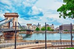 布达佩斯, HUNGARY-MAY 02日2016年:Szechenyi Th链子桥梁一  免版税库存图片
