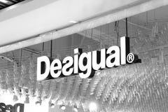 布达佩斯/匈牙利-02 09 18 :Desigual前面商店商店精品店衣裳 图库摄影