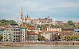 布达佩斯-圣马修的大教堂和Buda 免版税库存图片