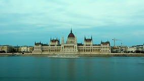 布达佩斯-在日落的议会-时间间隔 日晚上 匈牙利 股票视频