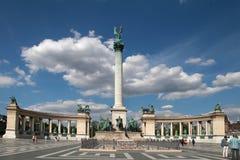 布达佩斯-大约2014年7月:在英雄正方形的纪念碑大约7月 图库摄影