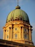布达佩斯Budavari宫殿铜圆顶 库存照片