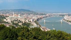 布达城堡和铁锁式桥梁,布达佩斯,匈牙利全景  库存照片