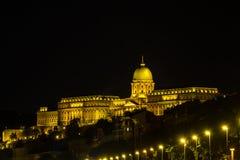布达城堡在晚上 图库摄影