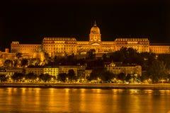 布达城堡多瑙河夜布达佩斯匈牙利 免版税库存图片
