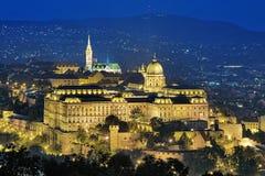 布达城堡的晚上视图在布达佩斯,匈牙利 库存照片