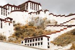 布达拉宫墙壁在拉萨,西藏 库存图片